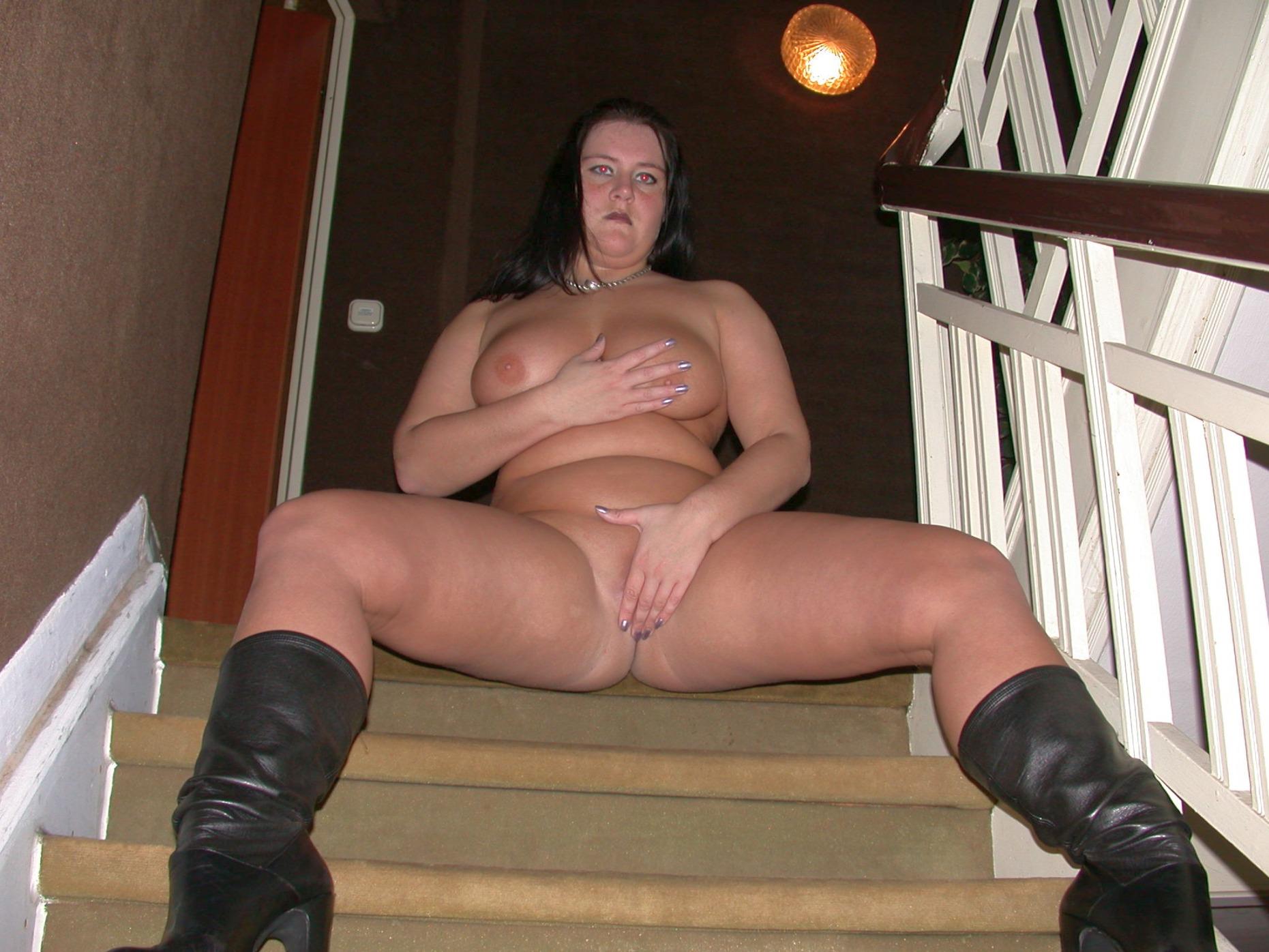 nackte junge fette Frau